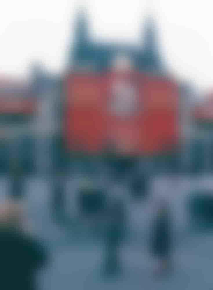 Дворничихи с метлами на Красной площади.