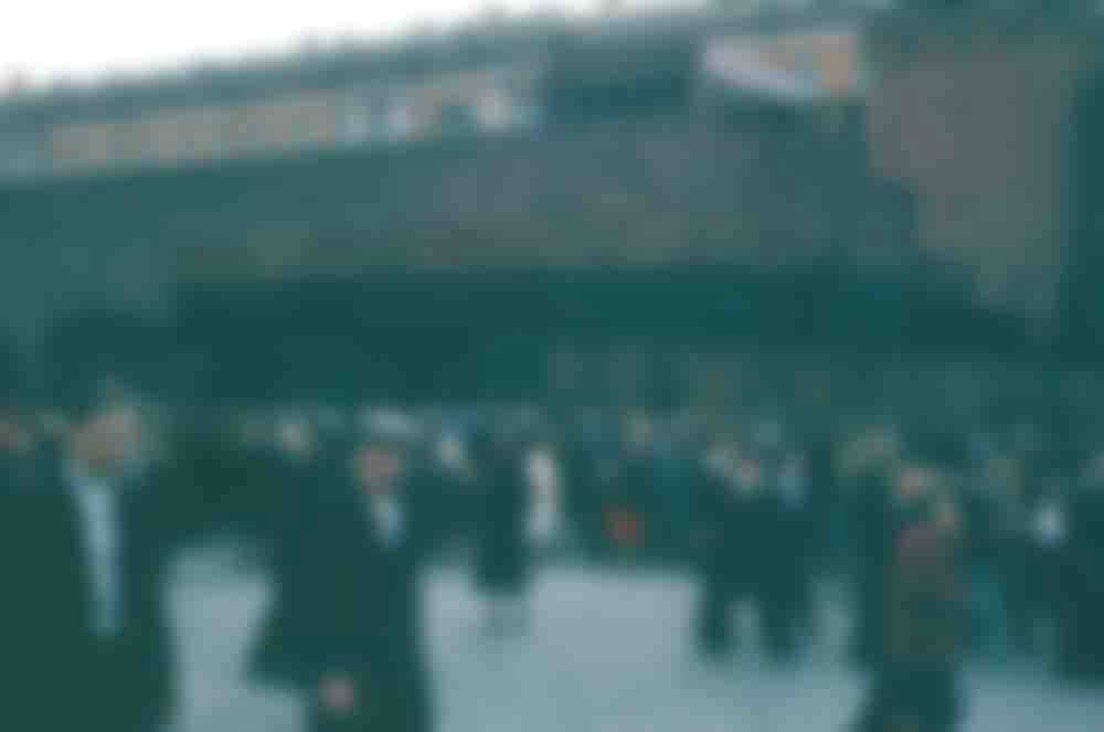 Толпа у Мавзолея Ленина на Красной площади.