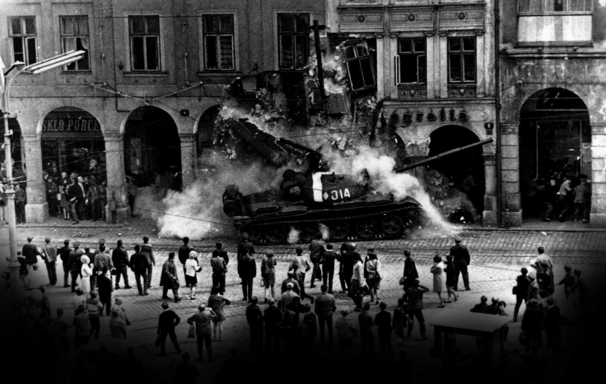 Prague Spring: two thousand tanks against two thousand words 31