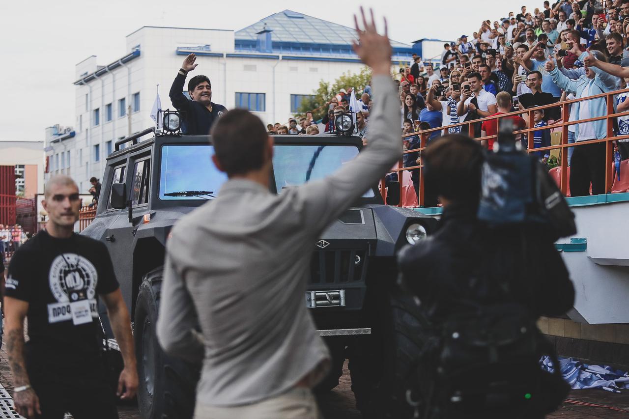 Першае зьяўленьне Дыега Марадоны на хатнім стадыёне футбольнай каманды «Дынама-Берасьце»