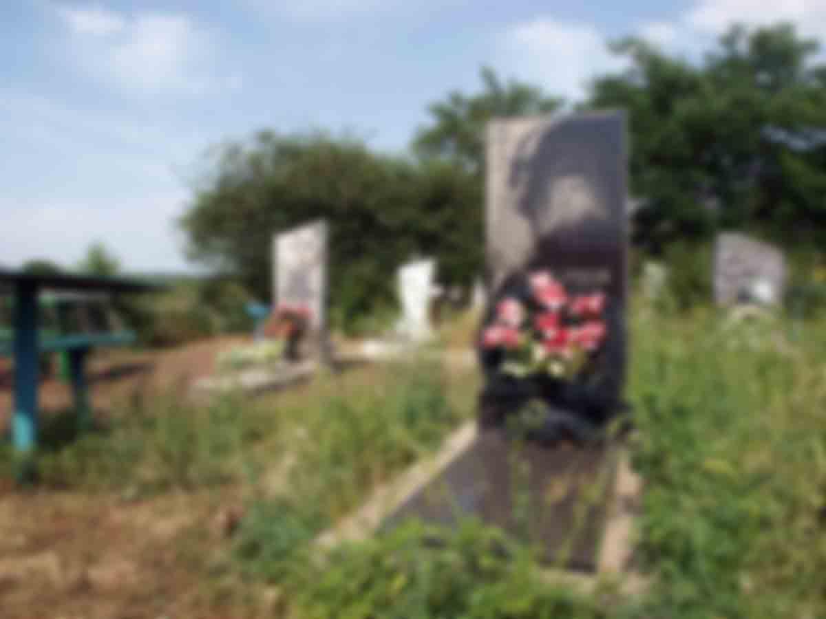 The grave of Mykola Lukyanov at a cemetery on the outskirts of Slovyansk.